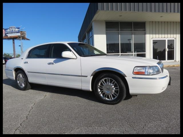 2008 Lincoln Town Car Sign